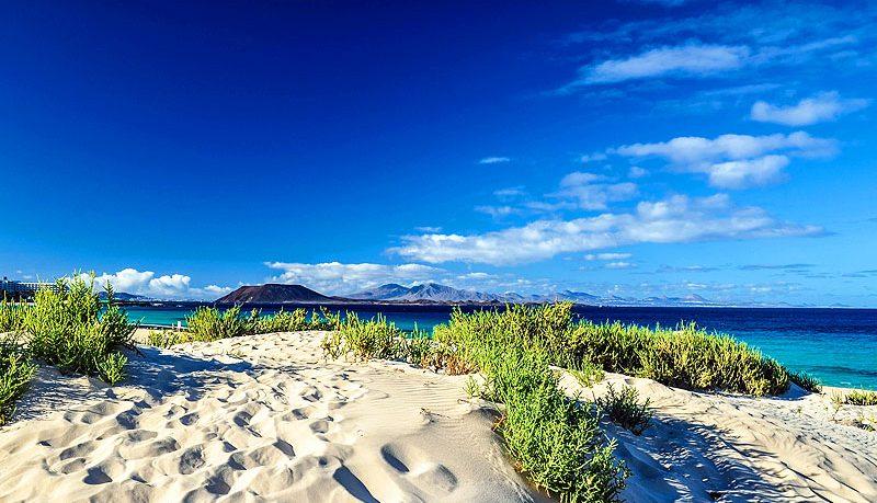 lobos-and-lanzarote-seen-from-corralejo-beach